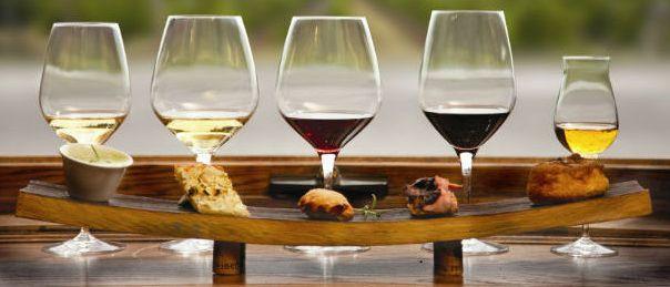 Με ποια φαγητά ταιριάζει το κόκκινο και με ποια το λευκό κρασί; - With which foods fit red or white wine?   Smile Greek