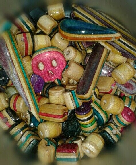 #treze13s #skatecrafts #skatevalencia #cinquantacinquanta #willshopvlc #valenciaskate #skatespain #skate #skatejewelry #longboardspain #longboardlifestyle #skatelife #skateboard #skateboarding #sk8 #artesanal #handmade #notmadeinchina #reciclaje #recycle #recycledskateboards #bisuteria #skateworks #handwork #woodjewelry #Skateboardjewelry #skategirl #skateboy