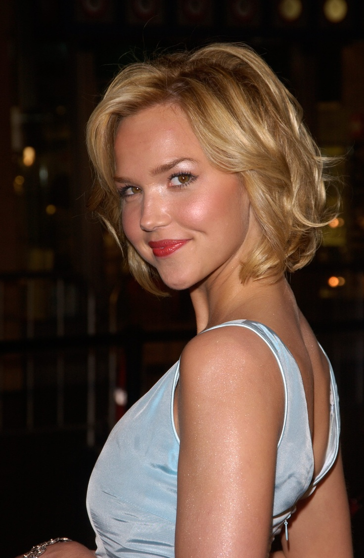 Arielle Kebbel [:   Love her hairstyle