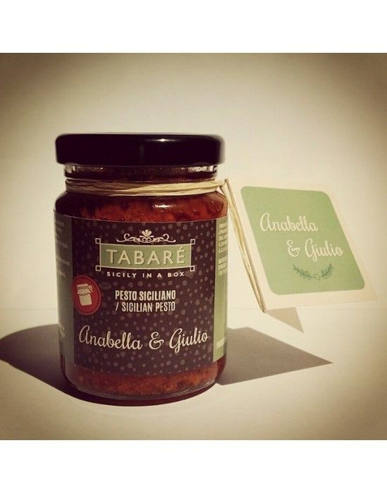Original and tasty idea for you wedding! Choose our food favor! You can customize the label with your names and the date of the event. Stop wasting money with useless favors and surprise your guests with Typical Sicilian food! #wedding #favor #bonbonnière #bomboniere #sicily #sicilian #food #gourmet #matrimonio #mariage #regalo #guests #invitati #Syracuse #tabarè