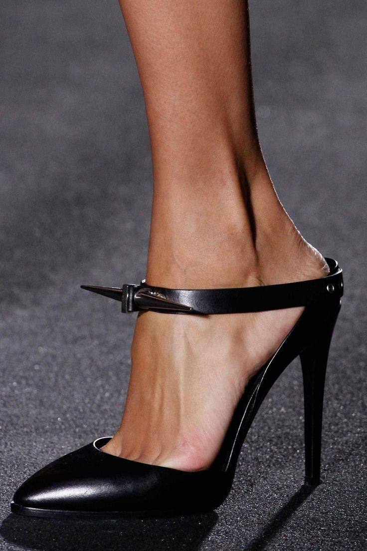 Looking for some shoes that double up as a weapon? Look no further than @AnthonyVacc #AnthonyVaccarello #PFW