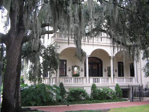 Savannah GA has beautiful architecture, amazing trees, tons of history and lots and lots of ghosts that have great haunted stories