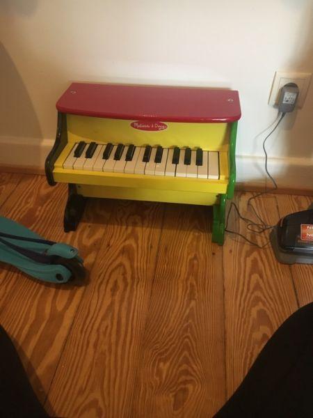 Wegen Umzug zu verkaufen, unser Sohn hat es mit 1,5 Jahren bekommen und damals schon spass damit...,Kinderklavier Melissa & Doug Klavier für Kinder in Hamburg - Hamburg Winterhude