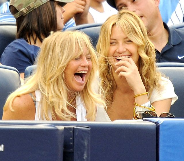 Kate Hudson and Goldie Hawn: 2009 It's great when you laugh this hard,especially with family!