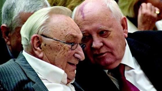 Michail Gorbatschow und Egon Bahr sind über viele Jahre politische Weggefährten gewesen