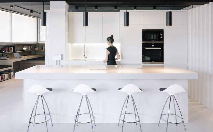 Do you need to update your kitchen? Have a look at the STUA design proposals. www.stua.com/kitchen-furniture Here you have Onda stools