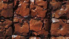 Deliciosa receta de Brownie con trozos de chocolate derretido, con el que podremos hacer muchos más postres de la mano de Donna Hay.
