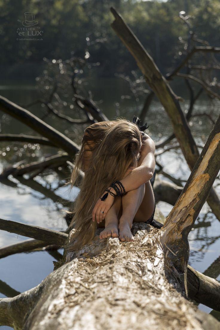 Session 'Balance of Wood'  Photography: Atelier 'et Lux' Model: La Enomis