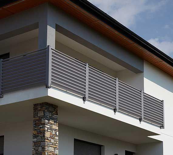 Zaune Aus Aluminium Und Edelstahl Hohe Qualitat Modernstes Design Aluzaune Kollarits Balkon Gelander Design Balkon Design Aluminium