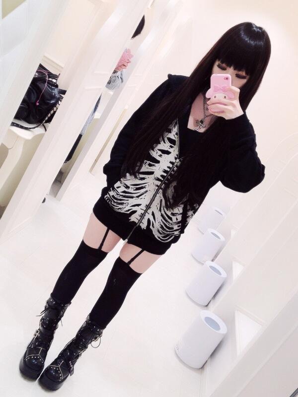Rokku Gyaru Coord.____><><>< scarey how much this girl looks like me, clothes n' all O.o <3