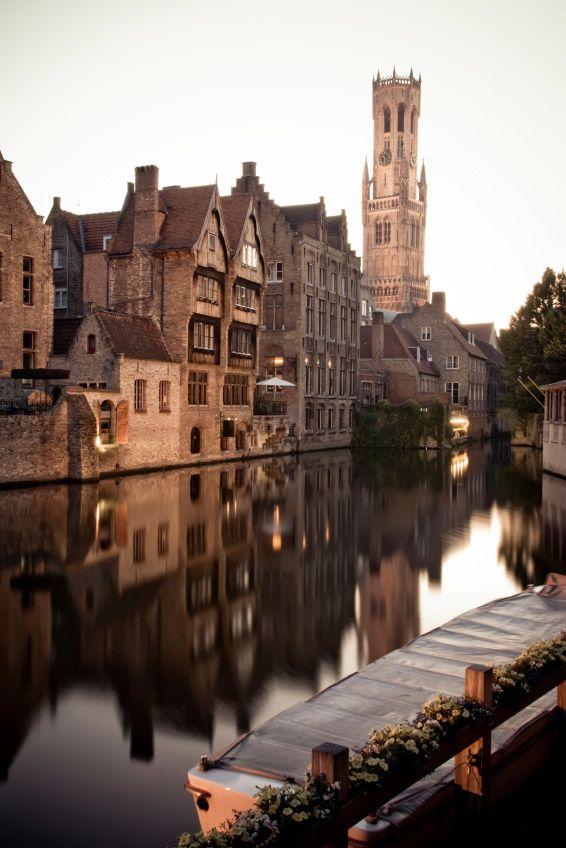 Brujas, canales y la torre Belfort