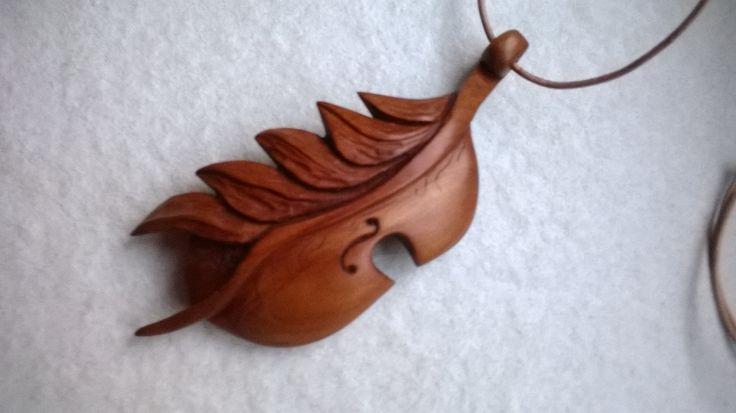 Přívěsek ze švestkového dřeva