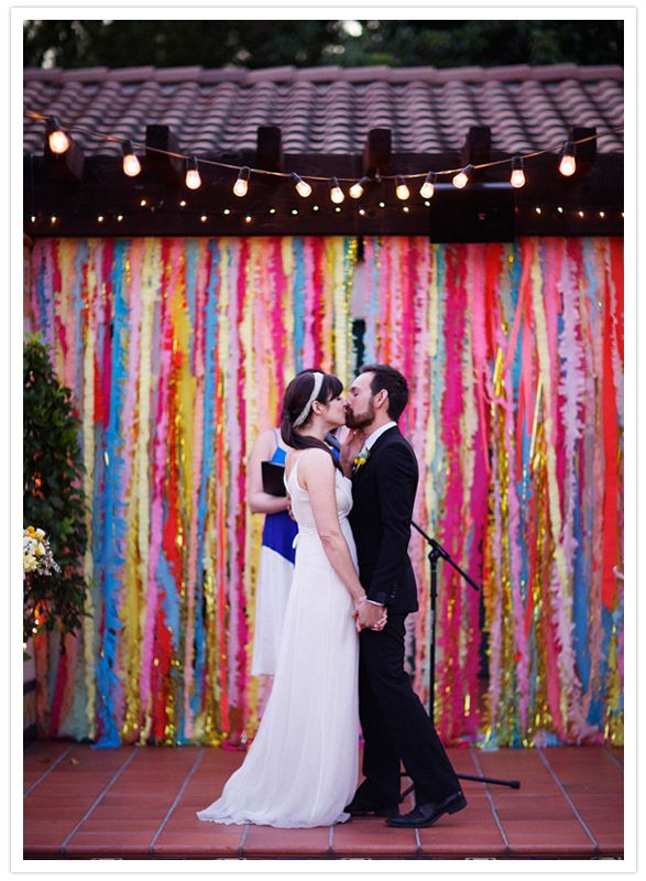 DIY streamer backdrops: Layered Cakes, Photos Booths, Crepes Paper, Ceremony Backdrops, Color, Wedding Backdrops, Streamers Backdrops, Parties Ideas, Backdrops Ideas