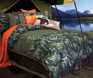Glenroy au motif de camouflage dans les tons de vert avec pour détail des contours en orange vif fera ressortir le chasseur en vous. Glenroy est la literie de choix si vous rêvez d'un voyage pour capturer votre trophée de chasse exotique! 100% coton, impression.