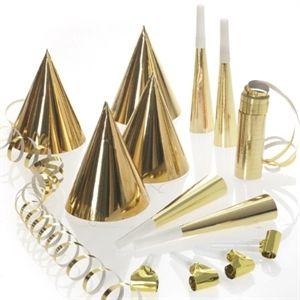 Flot nytårssæt. 4 stk guldhatte, rysler, truthorn og en rulle serpentiner med 18 ringe. #nytår #fest