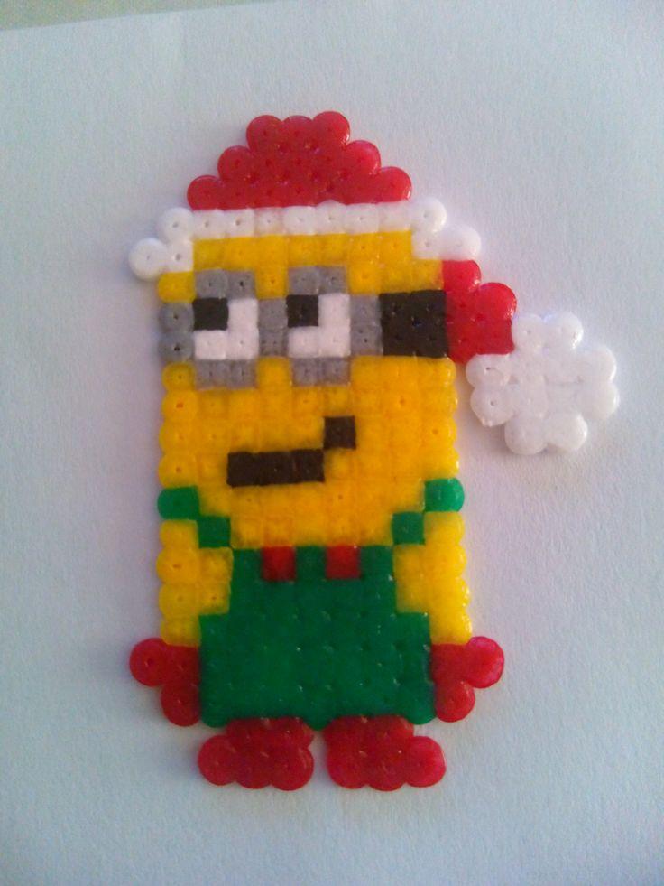 Minion Navidad. Hama Beads Mini.