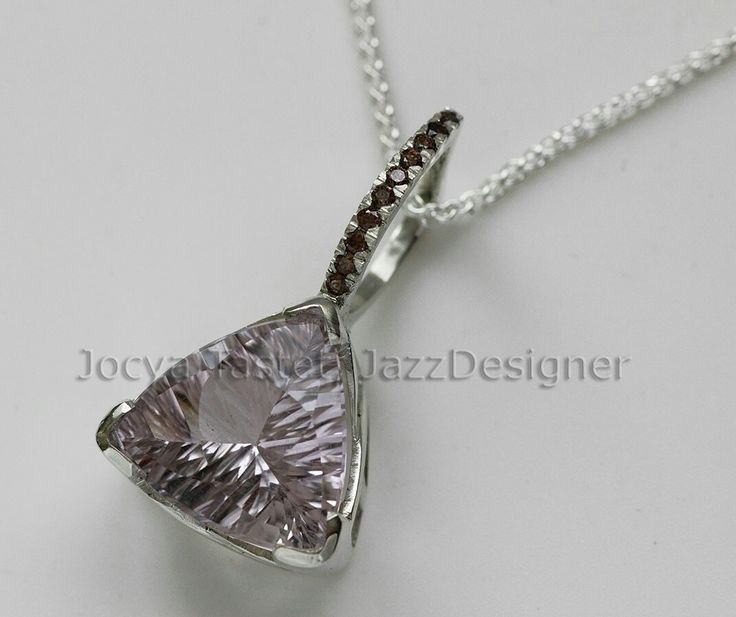 Pink quartz an Brown zircon