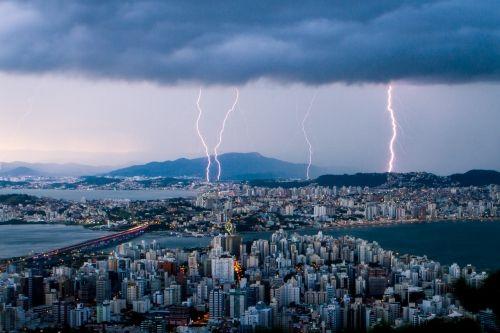 Defesa Civil emite alerta para tempestade severa, granizo e descargas elétricas em Santa Catarina | Notícias do Dia Florianópolis