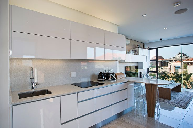Done by Kim Hansen, this comfort category, winning kitchen design uses Caesarstone White Star to bring it to life. Sleek modern lines, integrated appliances and mixed textures put this small kitchenette on top, and won Kim the title of Caesarstone Kitchen Designer of 2014 and R50,000!
