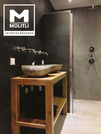 Molitli Interieurmakers badkamer: Een prachtige mix van betonstuc, oude bouwmaterialen en een wandbekleding van staal die, door een speciale behandeling, perfect geschikt is voor in de badkamer. www.molitli-interieurmakers.nl