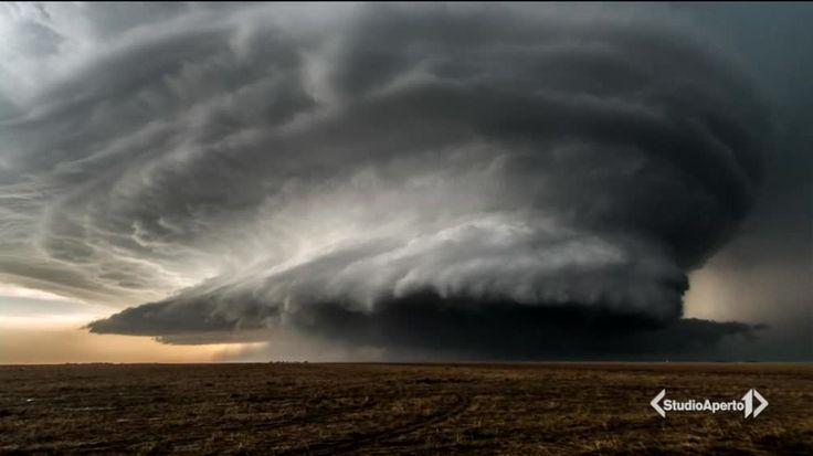Precaria, e cacciatrice di tornado  (Studio Aperto) Valentina Abinanti