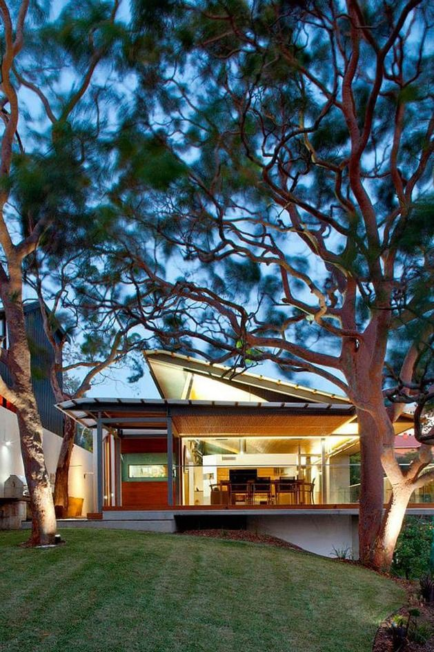 aussie-escarpment-house-with-angled-roof-and-wavy-ceiling-3.jpg