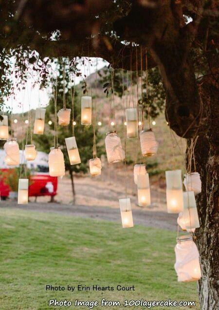 中庭の樹にはキャンドルを吊るして