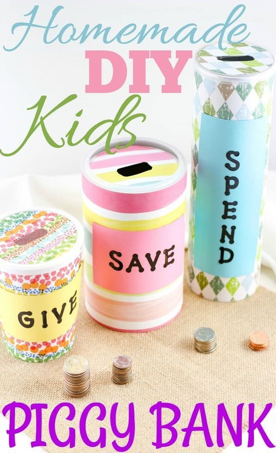 Need an easy craft to do with the kids? Try this homemade piggy bank idea! There is also a spend bank perfecting for teaching kids about money. easy kids crafts | homemade crafts for kids | piggy bank crafts