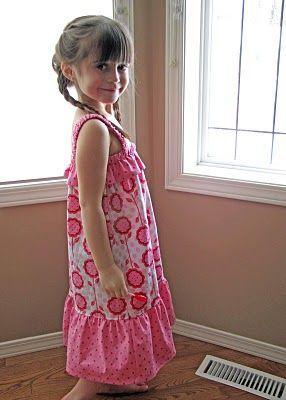 Un Tutorial con le istruzioni e il cartamodello per cucire un fresco prendisole per bambina (nel tutorial è spiegato come realizzare il cartamodello a seconda della taglia della nostra bambina).