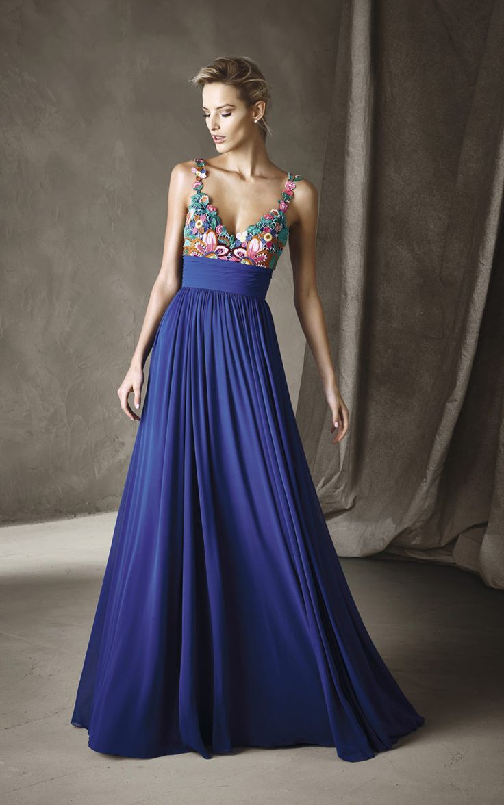 CACEY - Springlike princess-style gown, ideal for an evening party. In gauze, it has a v-neck bodice with multi-colored guipure and floral motifs that give it a daring look.