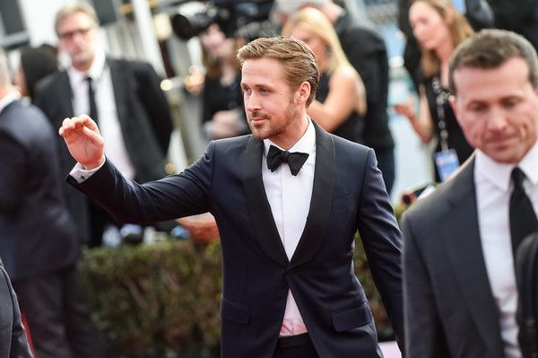Ryan Gosling Photos - Actor Ryan Gosling arrives at the 23rd annual Screen Actors Guild Awards at The Shrine Auditorium on January 29, 2017 in Los Angeles, California. - The 23rd Annual Screen Actors Guild Awards - Red Carpet