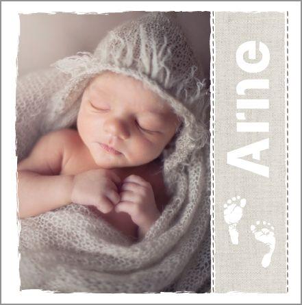 Geboortekaartje Arne www.hetuilennestj... Heel stoer! Hout, foto baby, voetjes, bruin, taupe, stempel, plakband, grijs, wit, jongen.