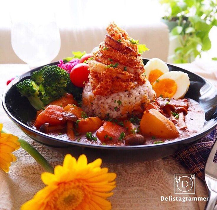 【#おうちごはん通信】photo by @tkkrs2769    7月も今日で終わり、明日からは8月です!🏃🎶  お子様が夏休みに入ったご家庭は大変かもしれませんが、毎日が賑やかなのもこの時期ならではの楽しさでもありますよね💁♂️✨  .  そんな時に家族みんなで食べていただきたいのが、#雑穀カレーボウル !🍛🎊🙌😆  白いごはんを、雑穀ごはんに代えるだけで、見た目もおしゃれなカフェ風のカレーになっちゃいます。  #雑穀カレーボウル は見た目だけではありません。  白いごはんと比べると、ミネラルやビタミンB類、食物繊維が約2倍も摂ること(※『はくばく おいしさ味わう十六穀ごはん』の場合)ができ、栄養バランスも取れるので、家族の健康を考えるママはもちろん、夏でもしっかりと栄養バランスの取れた食事を心がけている人にぴったりなんですよ!  .  暑い夏こそモリモリ食べられるカレーで元気に乗り切りましょう!💪😎🏝 --------------------------  ★詳しくは @ouchigohan.jp プロフィールURLから見てくださいね!