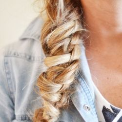 Learn this beautiful Chinese staircase braid with these simple step-by-step instructions!