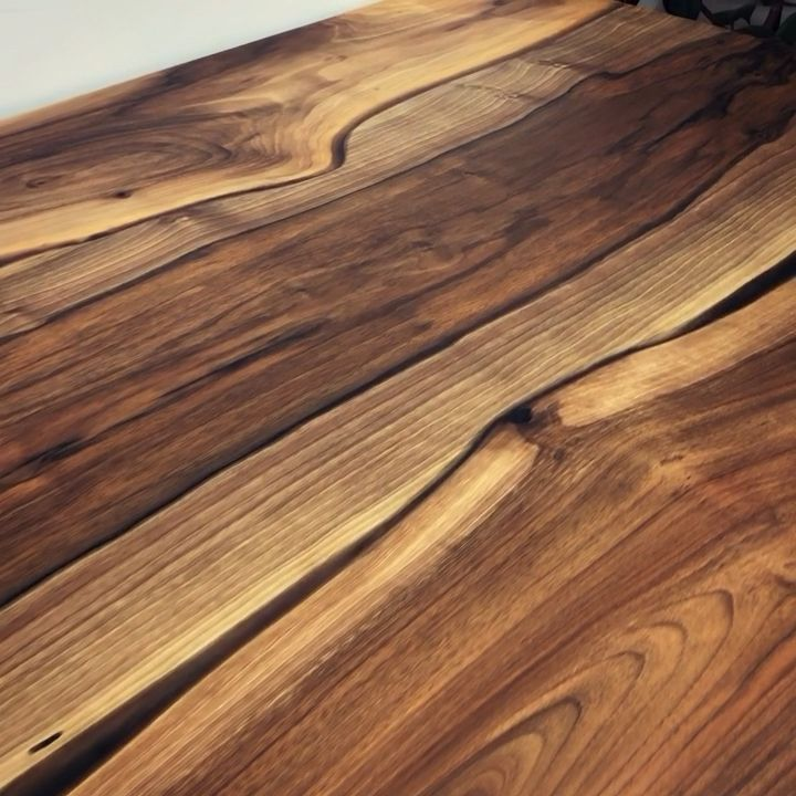 Tavolo In Legno Rustico Di Earthy Timber Tavolo Da Pranzo In Noce Uk Earthy Legno Noce Pranzo Rustic In 2020 Walnut Dining Table Dining Table Wood Resin Table