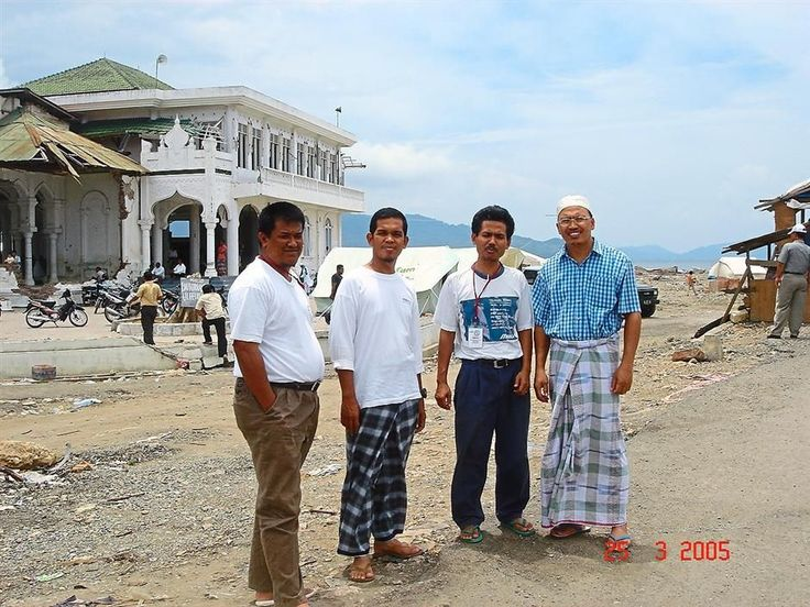 Azam (second from left in this 2005 photo) fit in well with the Acehnese thanks to a similarity of culture and language. — Norazam Abu Samah