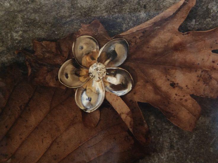 Diamond frangipani pendant in white gold