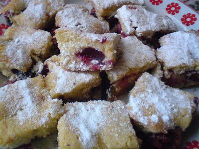 Paprikás krumpli: Szilvás bögrés sütemény
