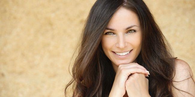 Vemale.com - Anda bisa mendapatkan tampilan yang cantik, bersih, berkilau dan ringan dengan menggunakan tips makeup berikut ini.�