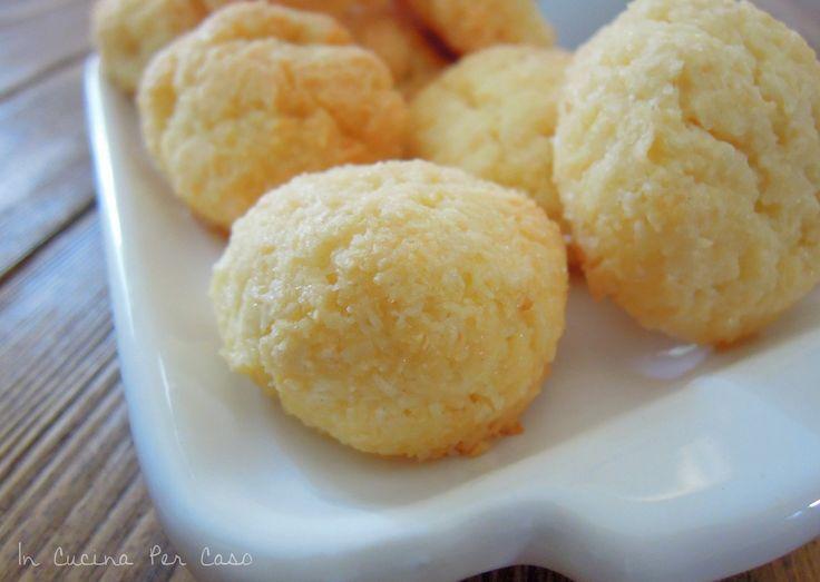 Biscotti al cocco - Ricetta In Cucina Per Caso: ricetta facile, veloce e ottima per biscotti al cocco