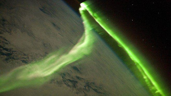 Mezinárodní vesmírná stanice ISS je nejen laboratoří, kde se provádějí fascinující vědecké experimenty, ale také místem, odkud se dají pořídit záběry, které jinde vzniknout nemohou.