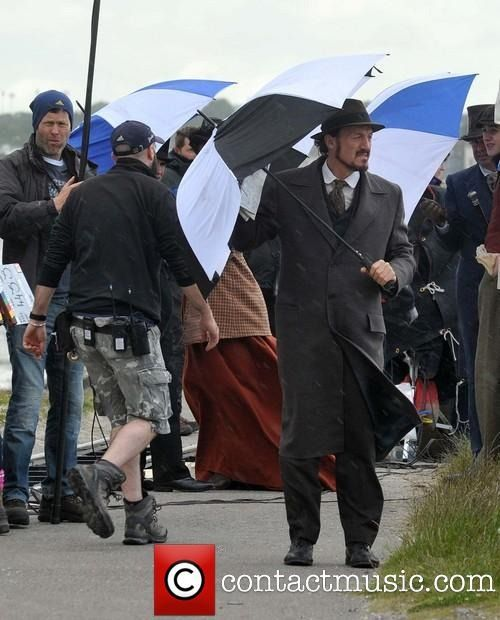 "omg-okimhere: ""jeromeifyouwantto: "" Flynn A Day, 25 June filming S3 of Ripper Street or possibly Singin' In The Rain. "" I'm singin' in the rain, Just singin' in the rain! My brolly's a bit broken, I'm..."