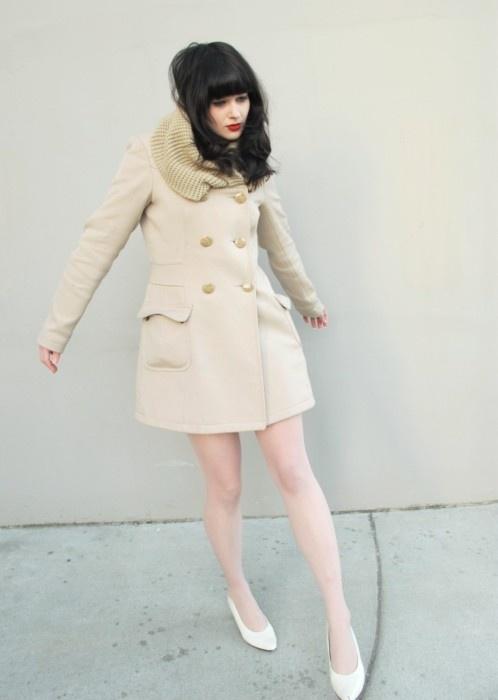 winter style, fur collar, vintage style, retro, coat, dark hair, fringe, red lips, fashion