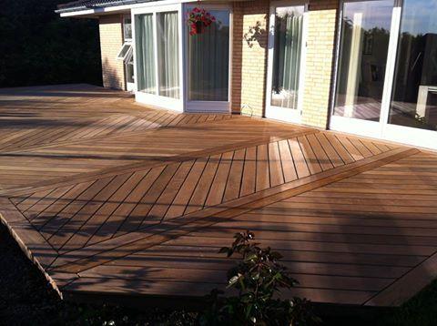 Super flot terrasse opbygget af billige terrassebrædder fra http://terrasseplanker.dk/