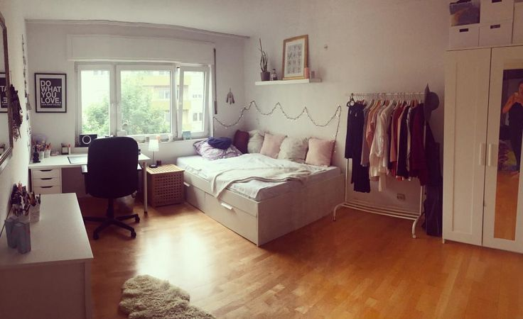 gro es wg zimmer mit stauraumbett kleiderstange und. Black Bedroom Furniture Sets. Home Design Ideas