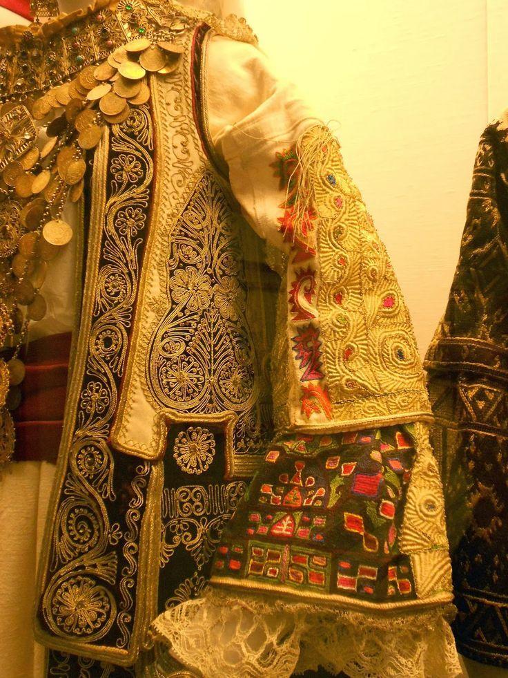 Λεπτομέρεια κεντήματος τζάκου και μανικιών από το Μενίδι Detail from a hand embroidery of a tzakos and sleeves πηγή : stitchopolis.blogspot.sg