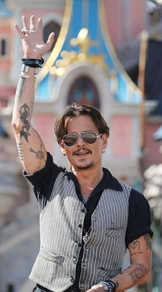 Johnny in Peris for premiere of POTC a