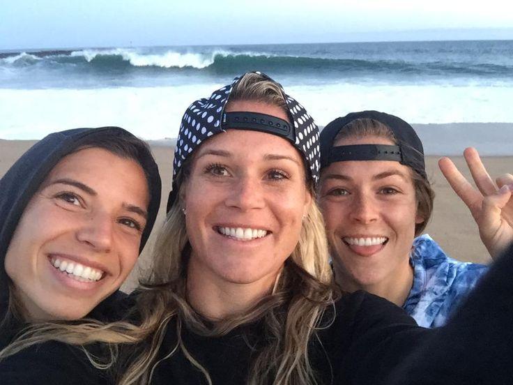 Tobin Heath, Ashlyn Harris, Kelley O'Hara at the beach. (Sqor/Twitter)