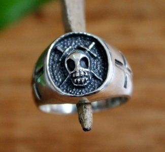 zilveren ring met doodshoofd
