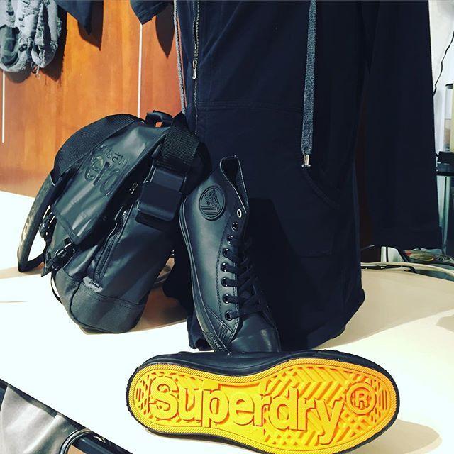 #black #instafaschion #magic #superdry #bag and #sneakers #00302109703888  https://www.john-andy.com/gr/brands/superdry.html